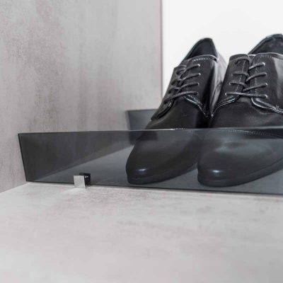 Fachböden mit Halterung für Schuhe