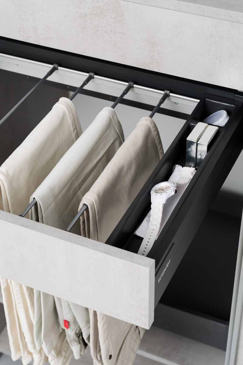 innenausstattung f r kleiderschr nke schmidt k chen und wohnwelt in dresden. Black Bedroom Furniture Sets. Home Design Ideas