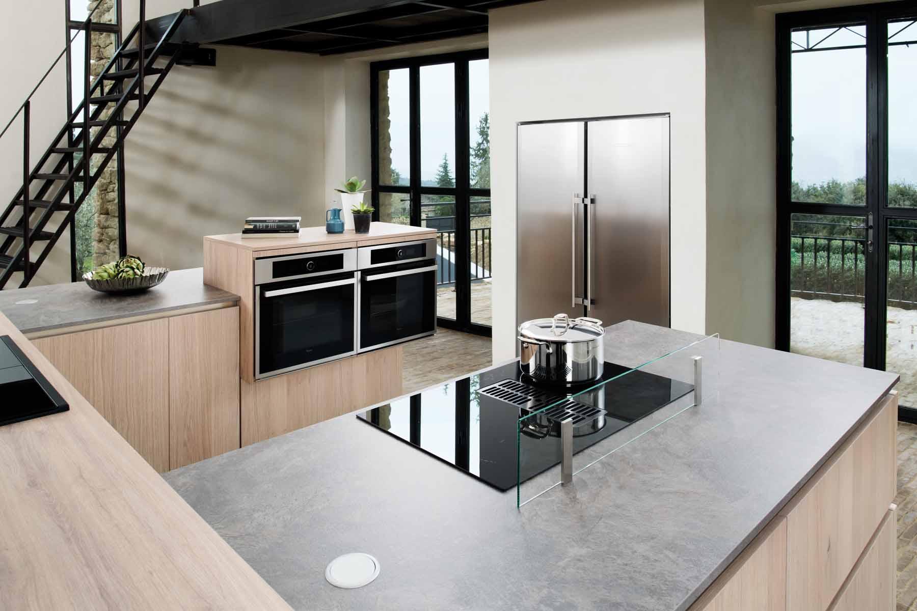 dunstabzug integriert im kochfeld schmidt k chen und wohnwelt in dresden. Black Bedroom Furniture Sets. Home Design Ideas