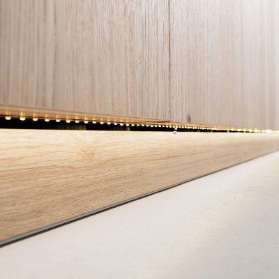 LED-Beleuchtung im Sockel