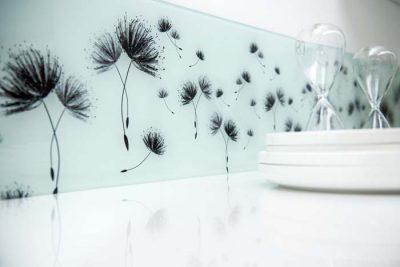 Nischenrückwand aus Dekorglas